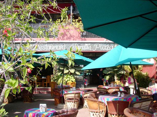 Restaurant jardin plaza ajijic mexico for Resto jardin